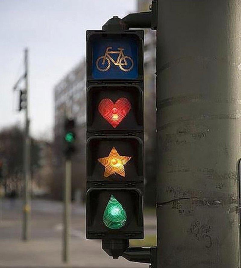 Оригинальный светофор в Берлине