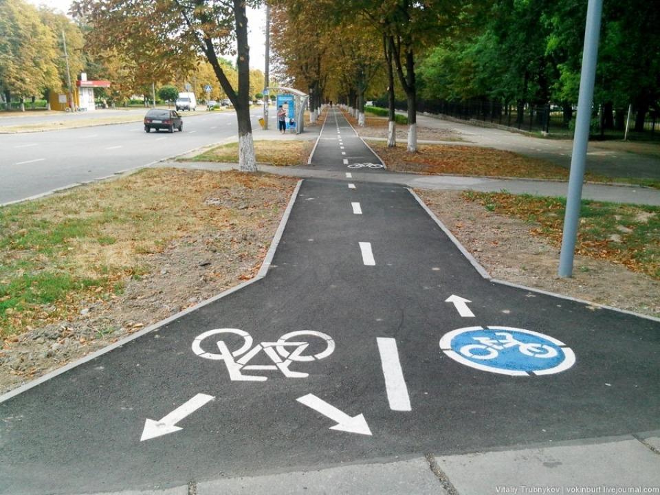Необходимость проектирования велополосы или велодорожки определяется категорией улицы или дороги