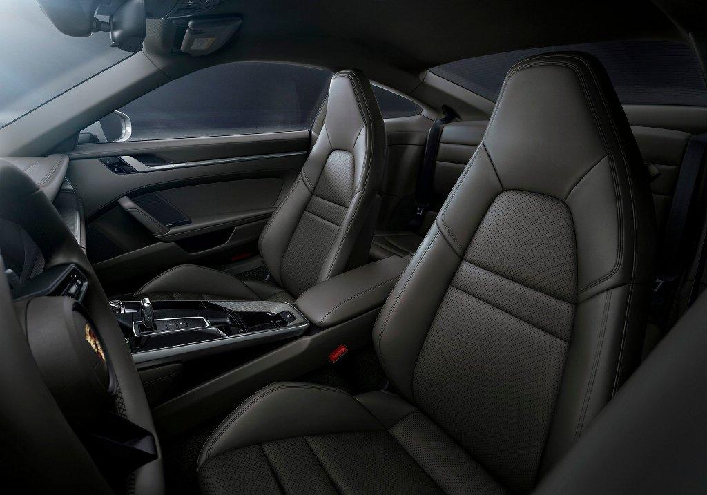Купе и кабриолет 911 Carrera 4 уже доступны к заказу