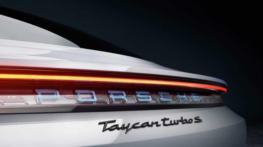 """Флагманский Turbo S выдает до 750 л.с.,что позволяет разогнаться с места до """"сотни"""" за 2,6 секунды"""