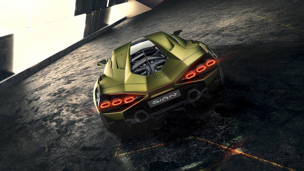 Мощность купе составляет 819 л.с.