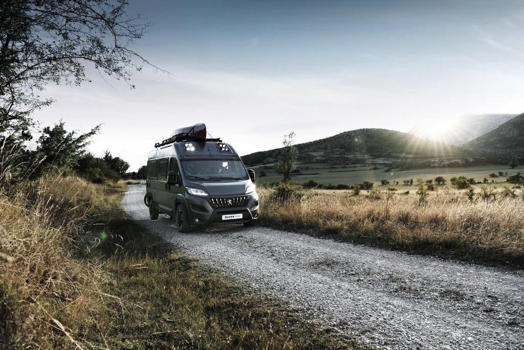 Peugeot представила концептуальный кемпер на базе Boxer L3