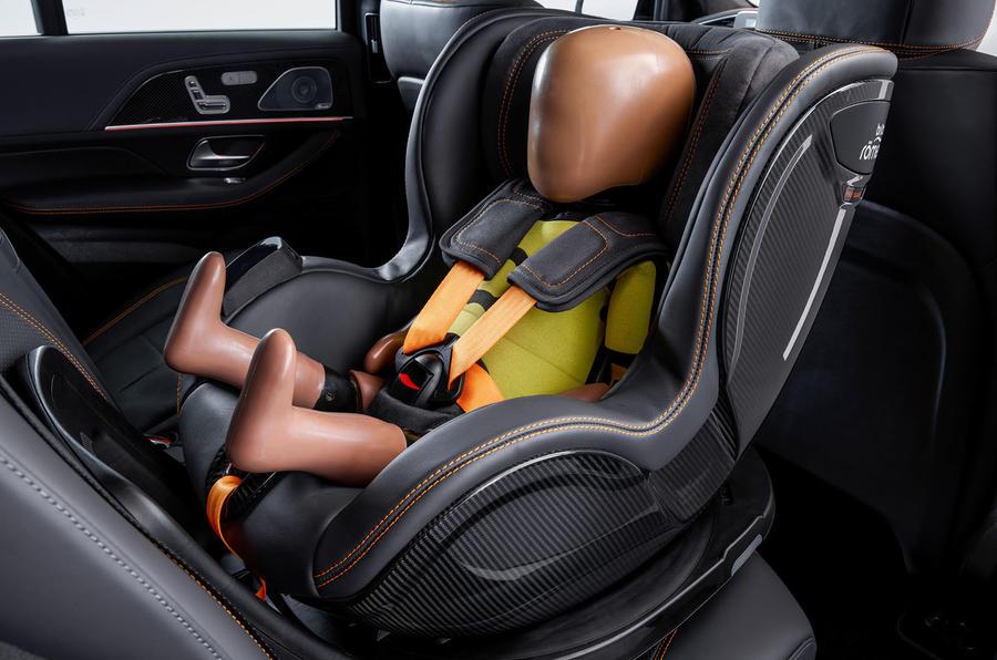 Функция Pre-Safe Child раздувает элементы защиты вокруг детского кресла перед ударом