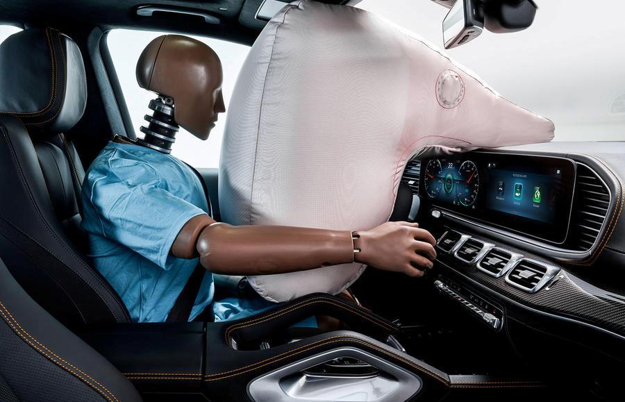 Кроссовер получил новое расположение подушек безопасности и обновленные ремни безопасности Pre-Safe