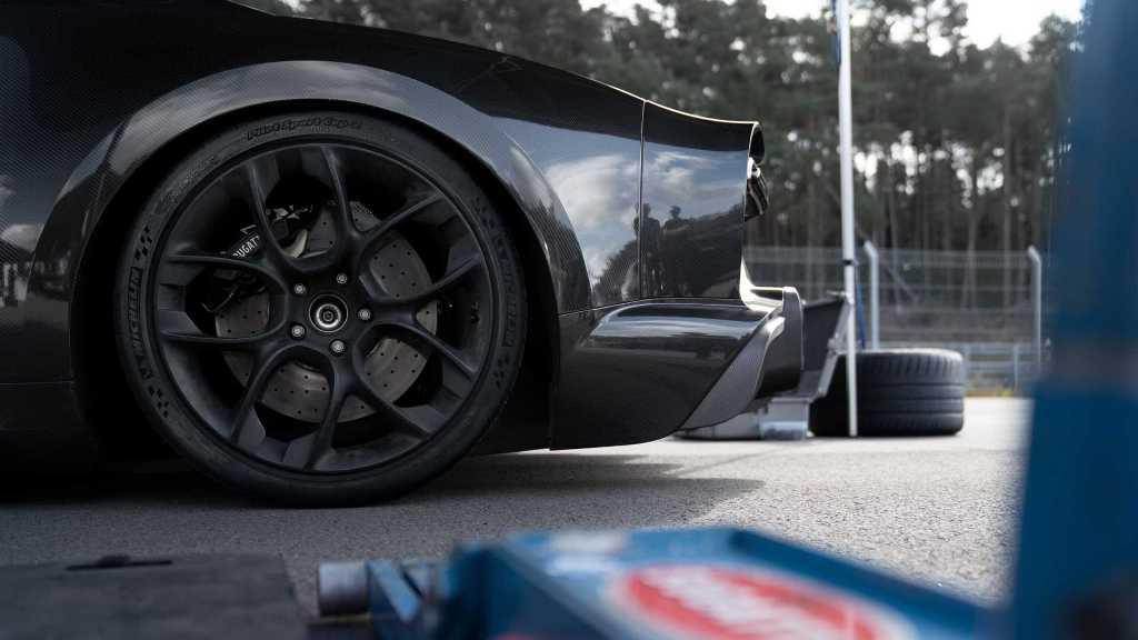 Michelin изготовила для Bugatti Chiron уникальные шины