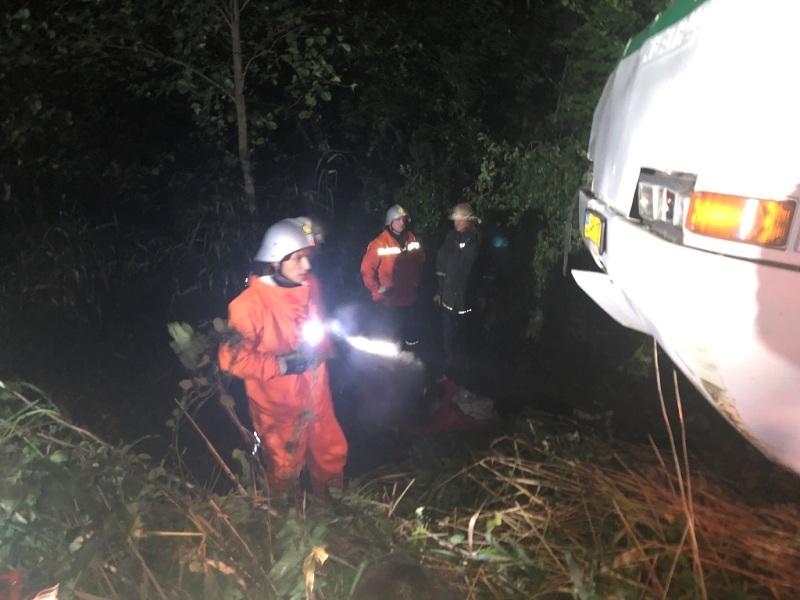 Спасатели деблокировали выживших пассажиров из автобуса и доставали погибших из-под него