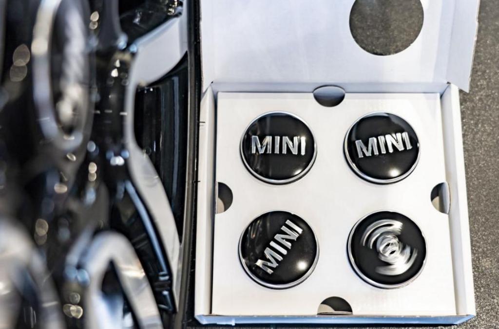 Заглушки будут доступны с надписями Mini и John Works