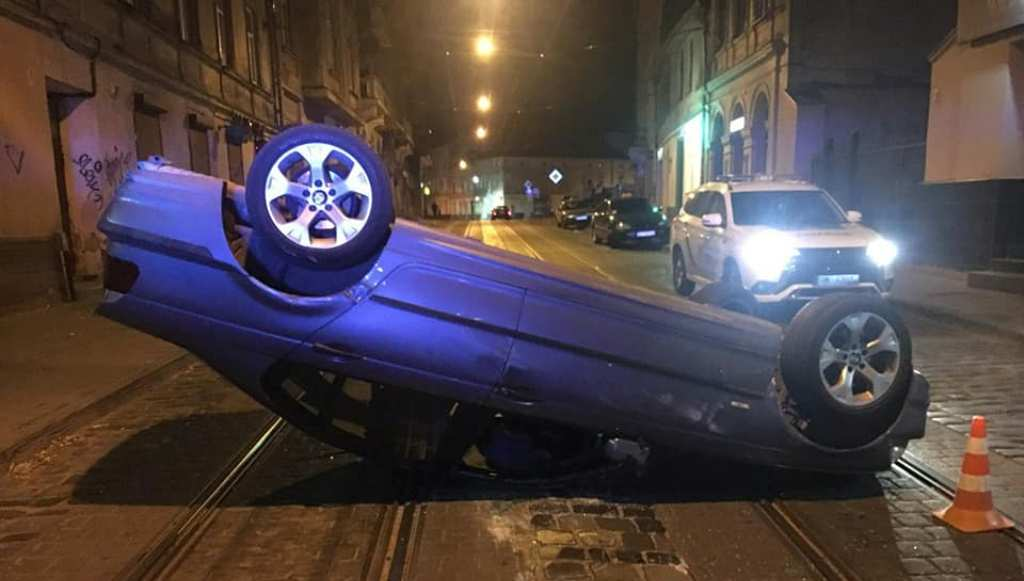 Пьяный водитель перевернулся на авто