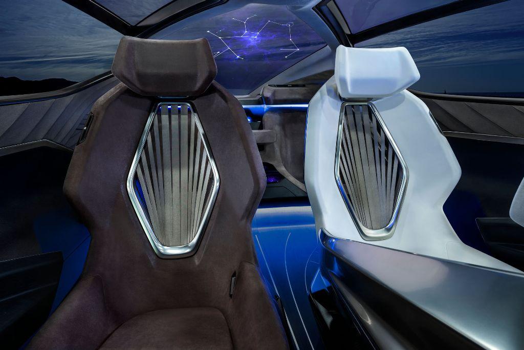 Футуристические сиденья включают в себя технологию искусственных мышц