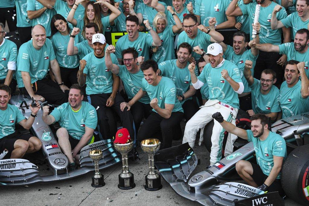 Команда Mercedes в шестой раз выиграла Кубок конструкторов