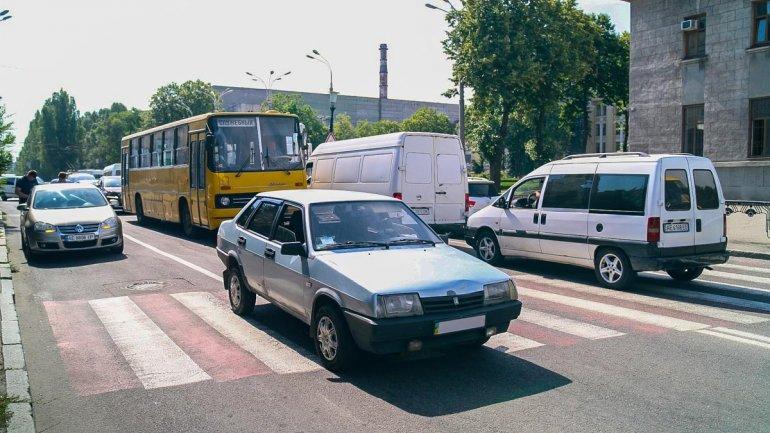В июне 2019 на перекрестке улиц Рабочей и Криворожской водитель ВАЗ сбил женщину