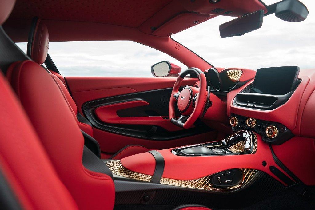 Салон DBS GT Zagato выполнен из высококлассной красной кожи