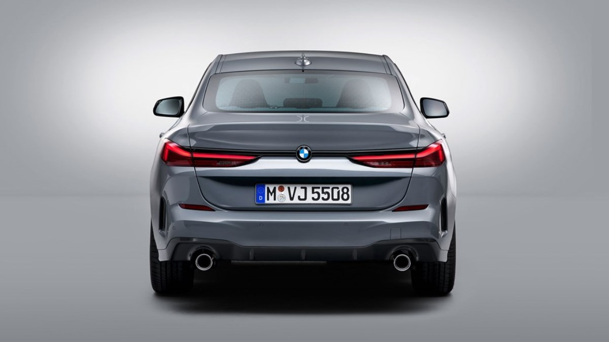Автомобиль сконструирован на базе хэтчбека 1-series и имеет мало общего с 2-series Coupe