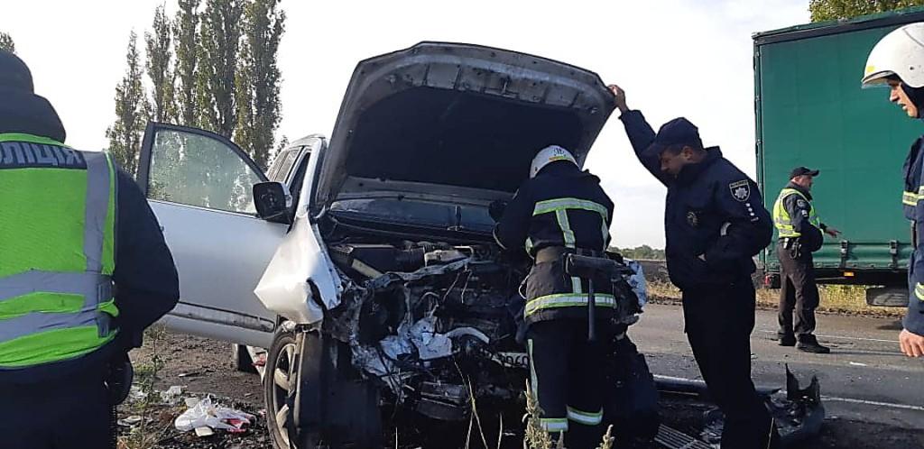 Столкнулись легковой автомобиль Toyota Camry и внедорожник Lexus GX460