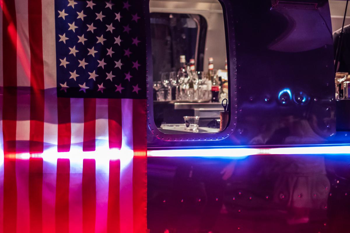 Изюминкой вечера стал уникальный американский фургон