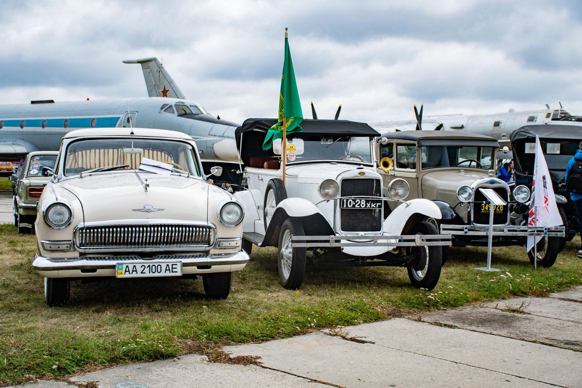 Газ-21 в ряду с первыми бензиновыми Ford в истории