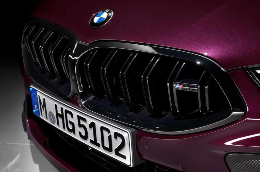 M8 Gran Coupe отличает от купе обновленная решетка радиатора