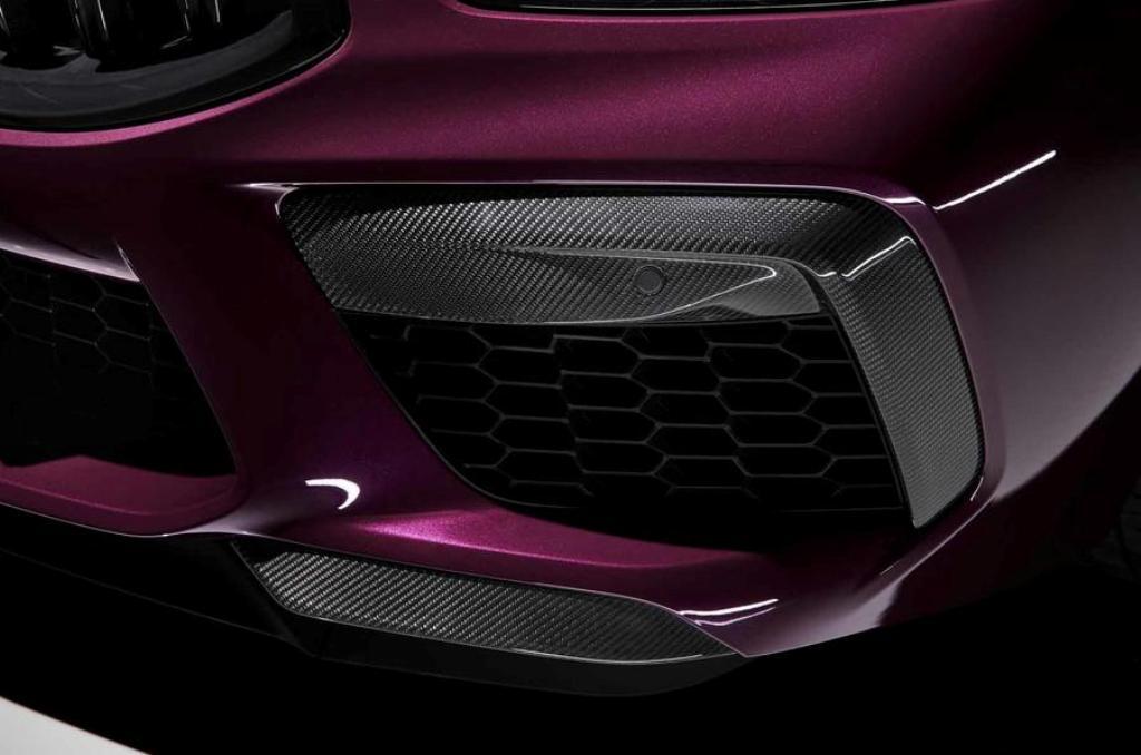 Под капотом M8 Gran Coupe расположился 4,4-литровый турбодвигатель V8 мощностью 592 л.с.