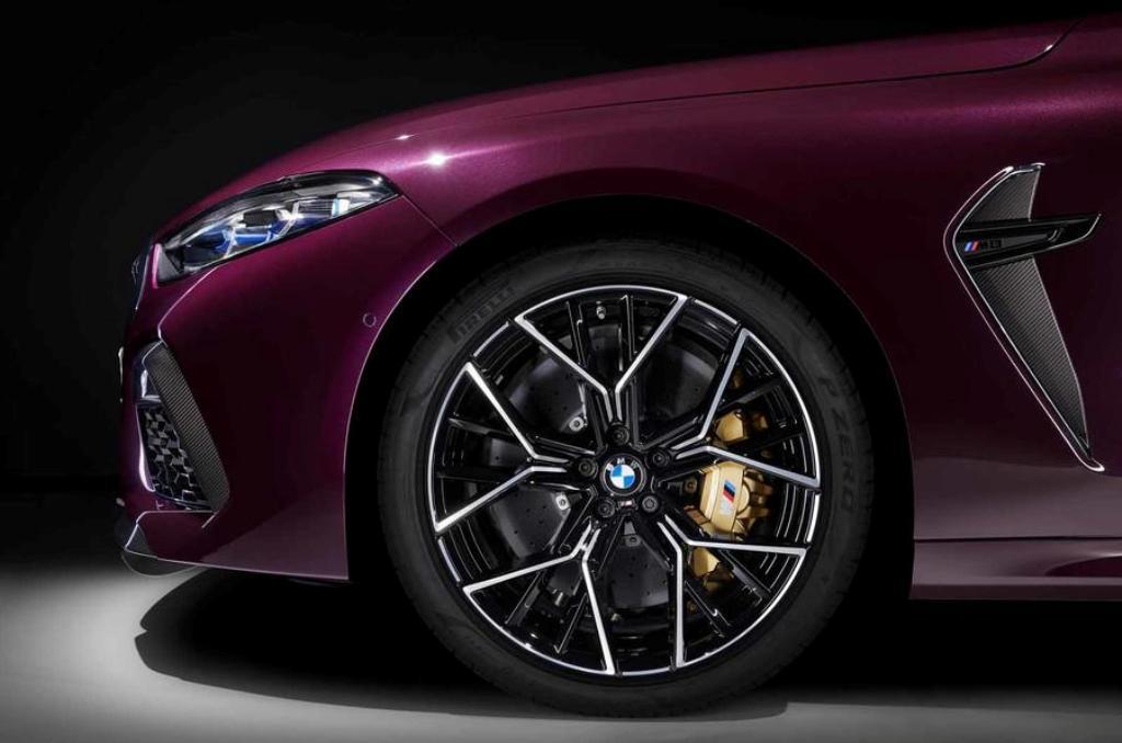 Максимальная скорость ограничена на отметке в 250 км/ч, но при заказе пакета M Driver может быть увеличена до 305 км/ч