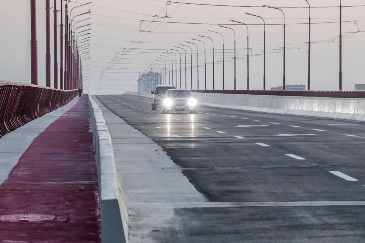 Центральный мост. Ярко выраженные деформационные швы