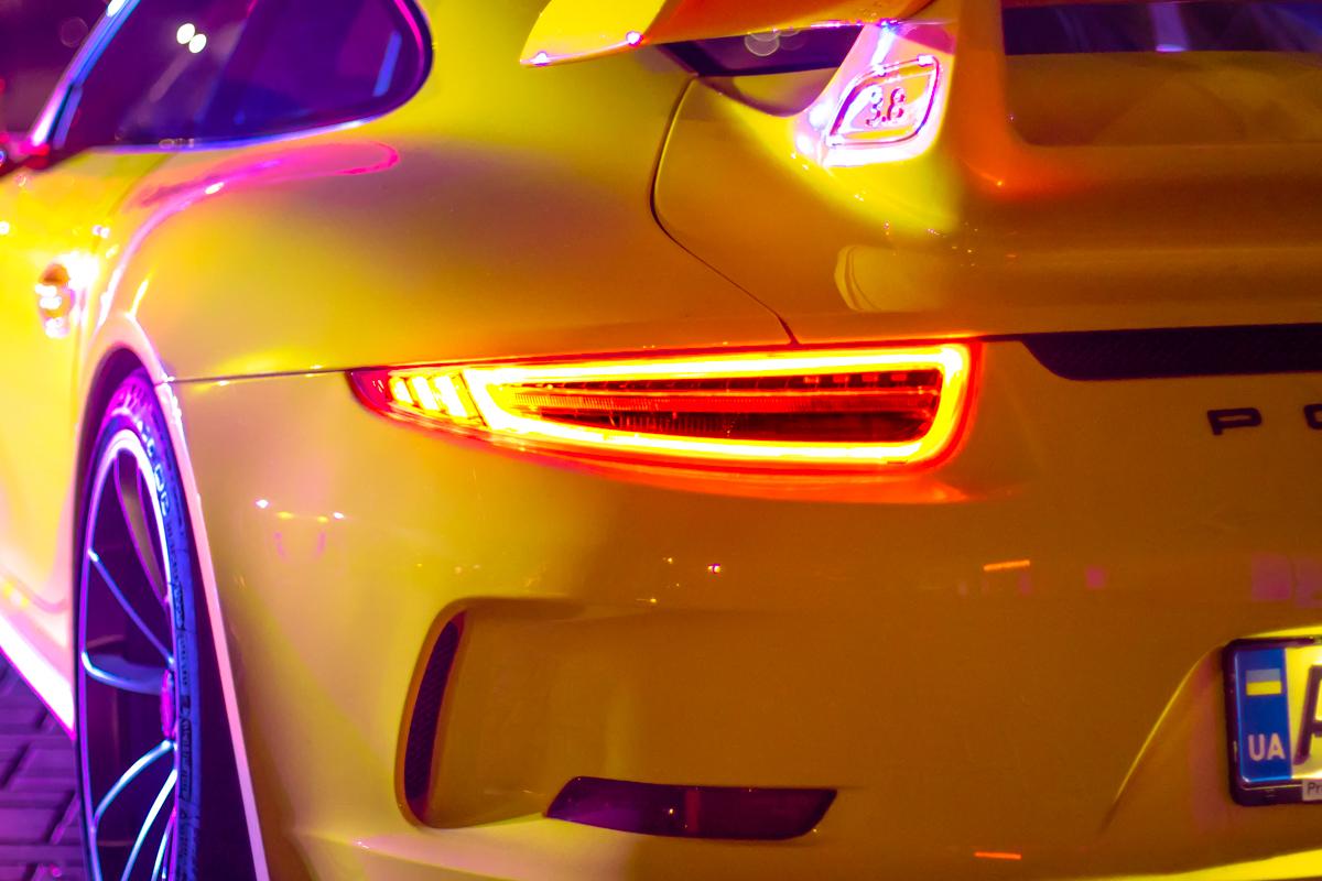 Porsche отжег в дрифт-шоу вместе с Chevrolet Camaro