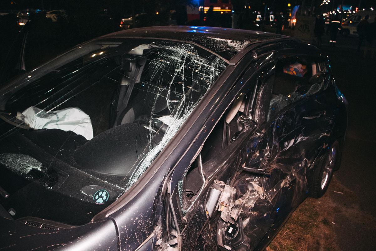 Водитель и пассажиры получили травмы, но их жизни ничего не угрожает