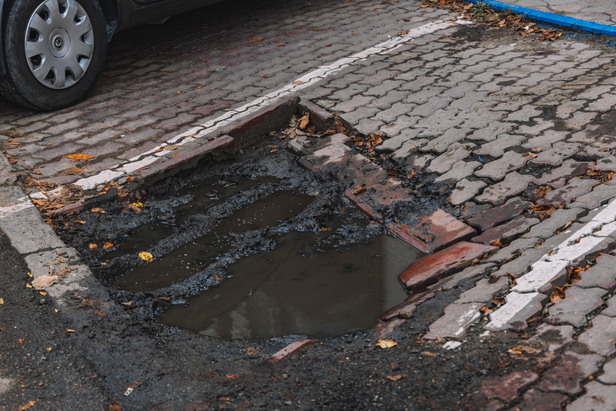 Парковка в куче грязи - то, что нужно за ваши деньги