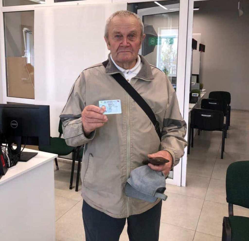Мужчина получил права в возрасте 83 лет