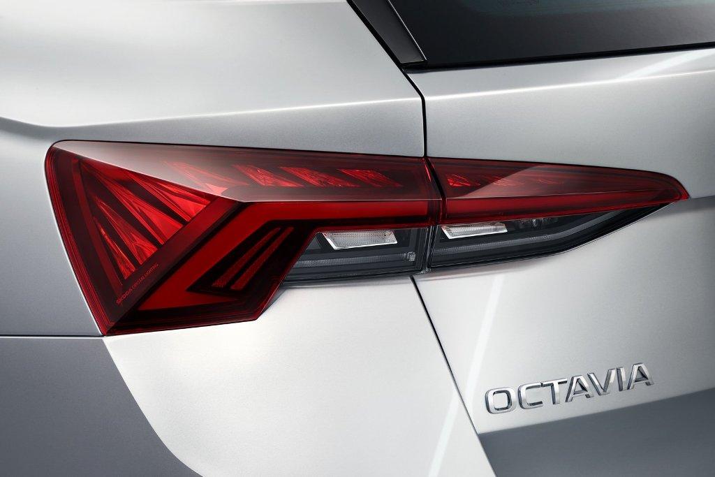 Octavia впервые получила светодиодные задние фонари с динамичными поворотниками