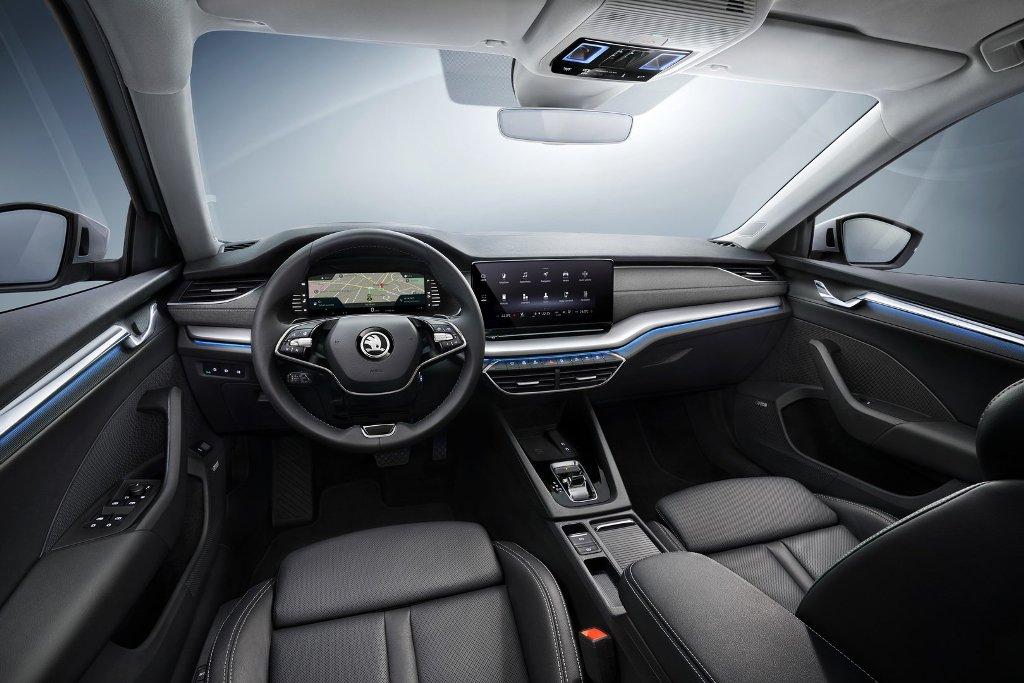 Octavia получила многослойную переднюю панель с минимальным количеством физических кнопок