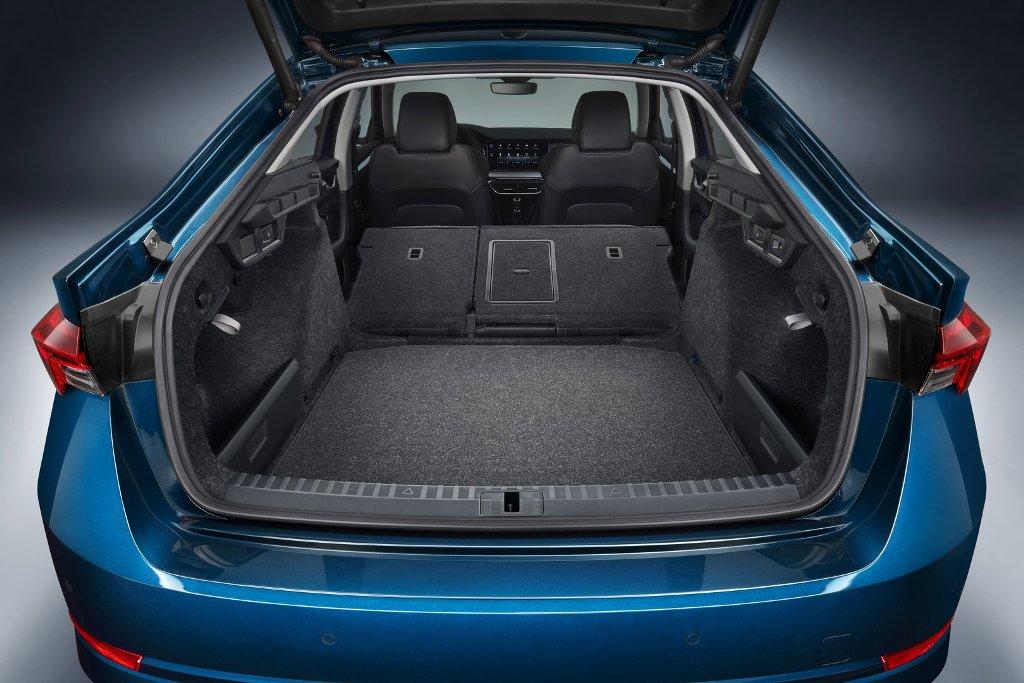 Багажник увеличился на 600 и 640 литров у лифтбэка и универсала соответственно