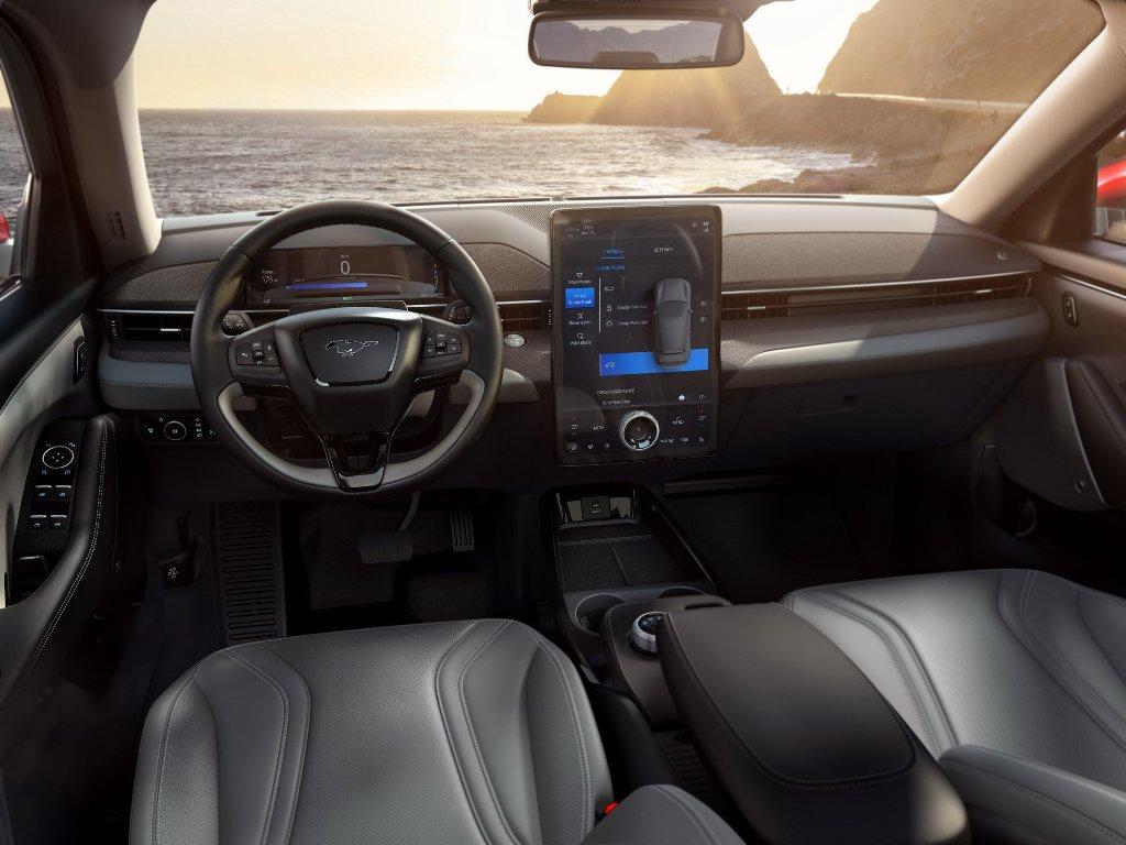 Вместе с электрическим кросс-купе дебютировала и новая мультимедийная система SYNC 4