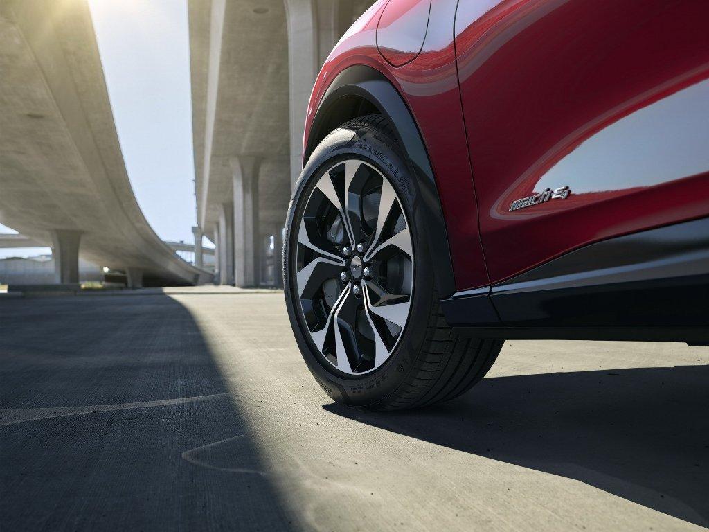 Ford предлагает Mach-E с тремя режимами вождения - Whisper, Engage и Unbridled