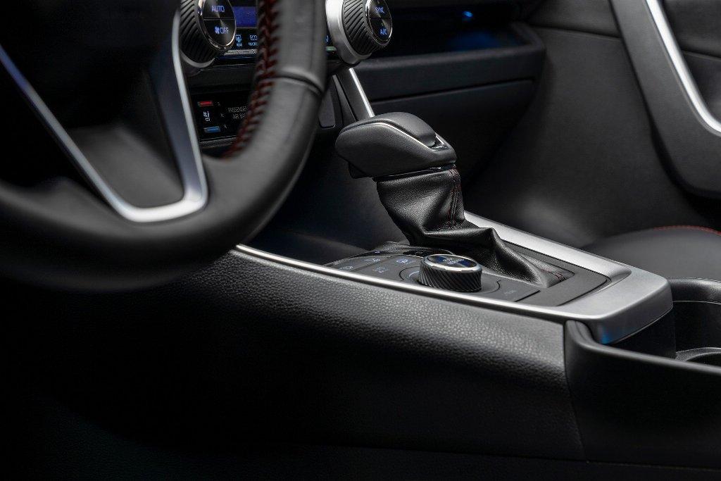 В оснащение входит система помощи водителю Toyota Safety Sense