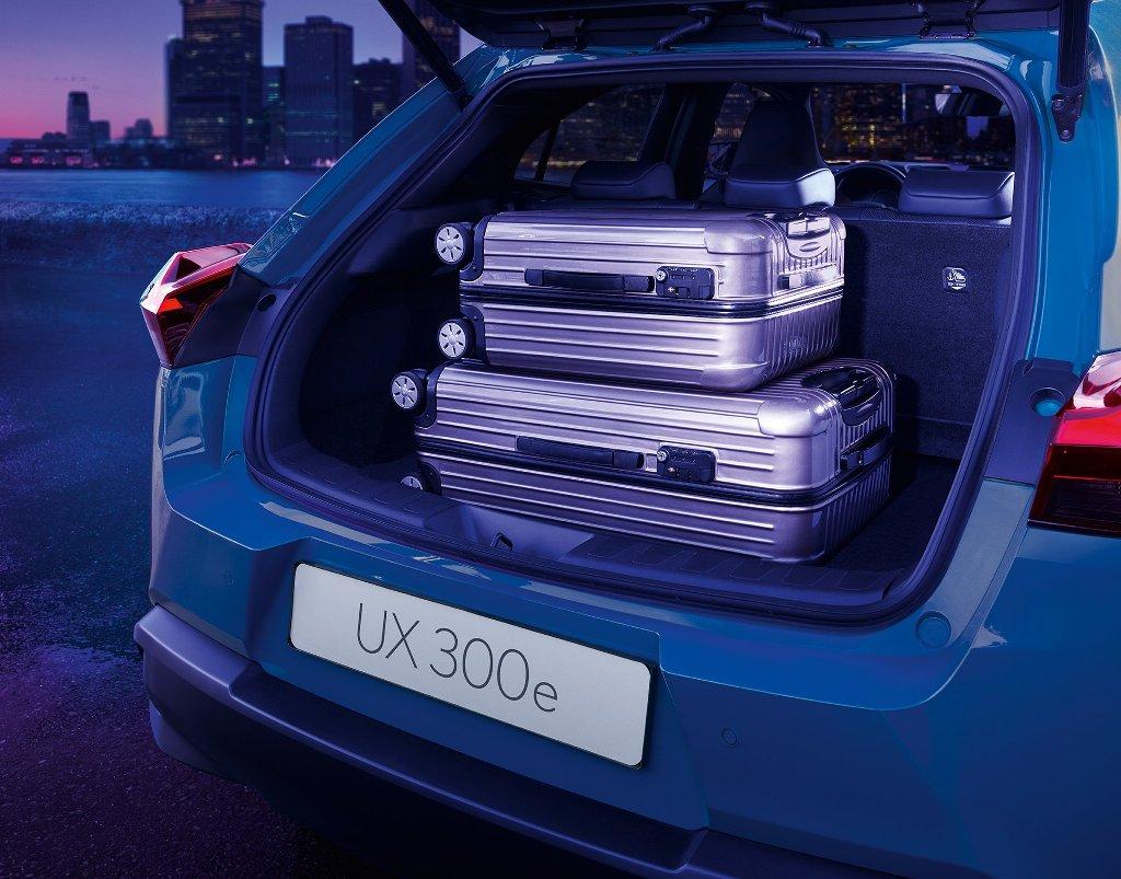 Новинка оснащена электромотором мощностью 204 л.с. и аккумуляторной батареей емкостью 54,3 кВт