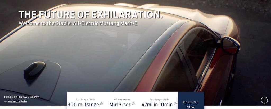 Задняя часть новинки с покатой крышей отчетливо напоминает Tesla Model Y