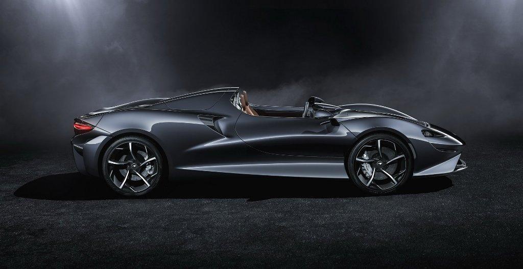 В движение McLaren Elva приводит 4,0-литровый битурбированный двигатель V8 мощностью 815 л.с. и 800 Нм крутящего момента