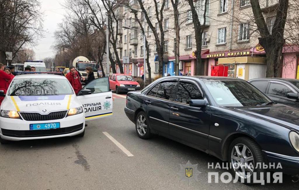 В Черкассах водитель Mercedes сбил женщину