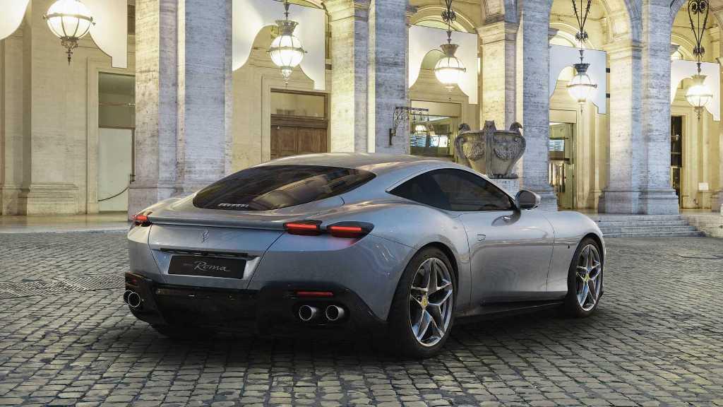 Двухместное купе Roma начального уровня построено на базе кабриолета Portofino