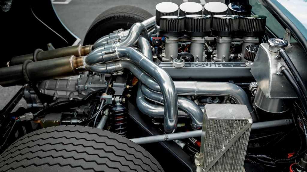 Под капотом GT40 разместился 8,4-литровый двигатель мощностью 600 л.с.