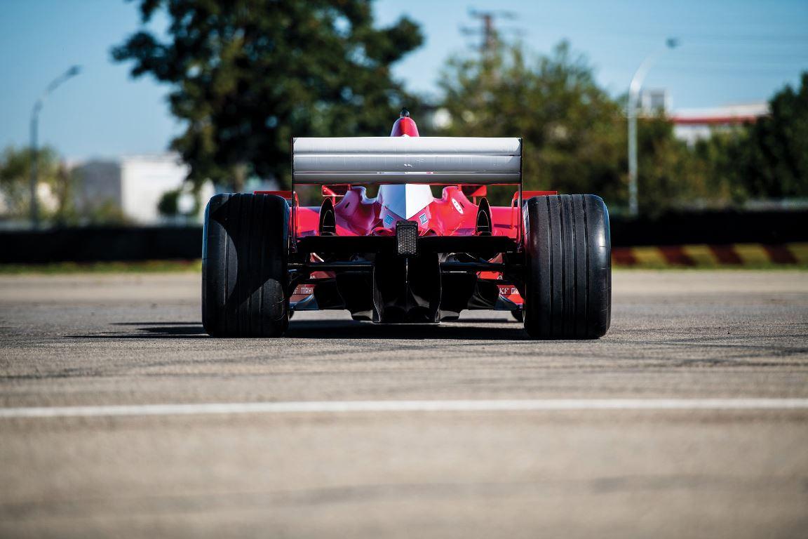 После продажи двигатель и трансмиссия болида будут заменены компанией Ferrari