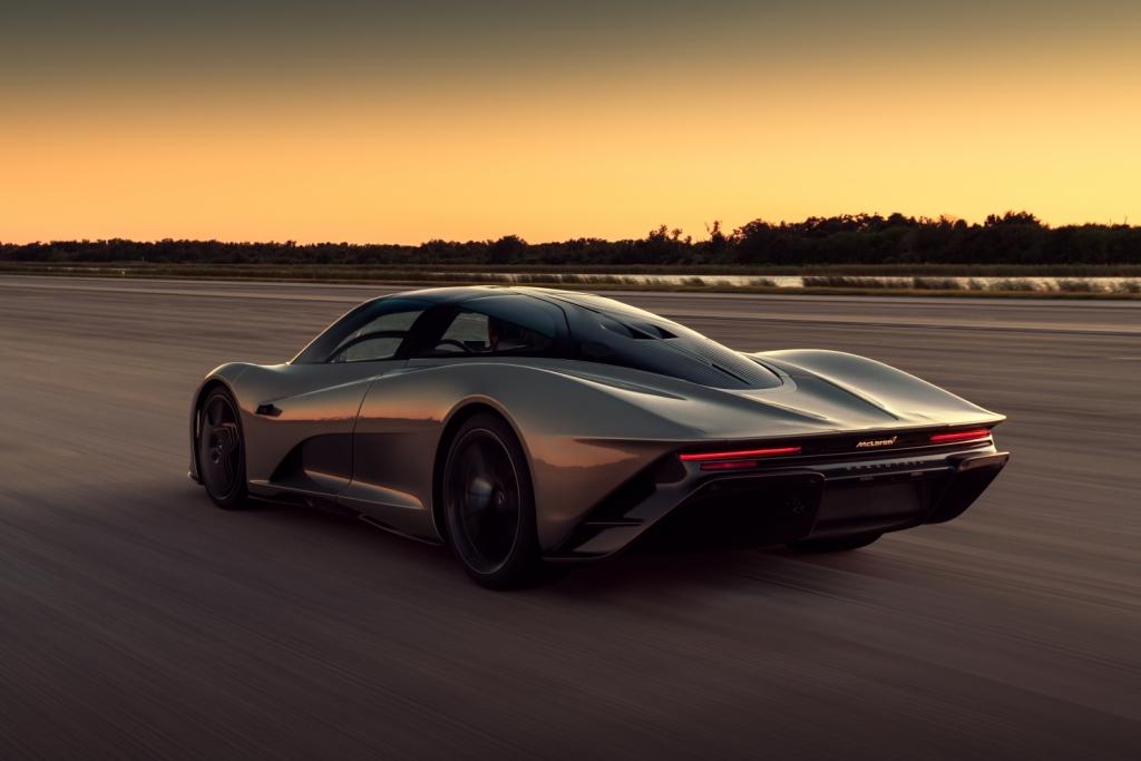 Максимальная скорость гиперкара составляет 403 км/ч , а разгон до 300 км/ч занимает всего 13 секунд