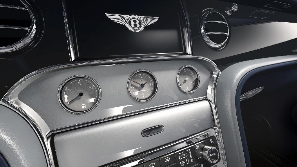 Переключатели выполнены в виде крышек маслозаливной горловины, а часы дополнены изображением двигателя