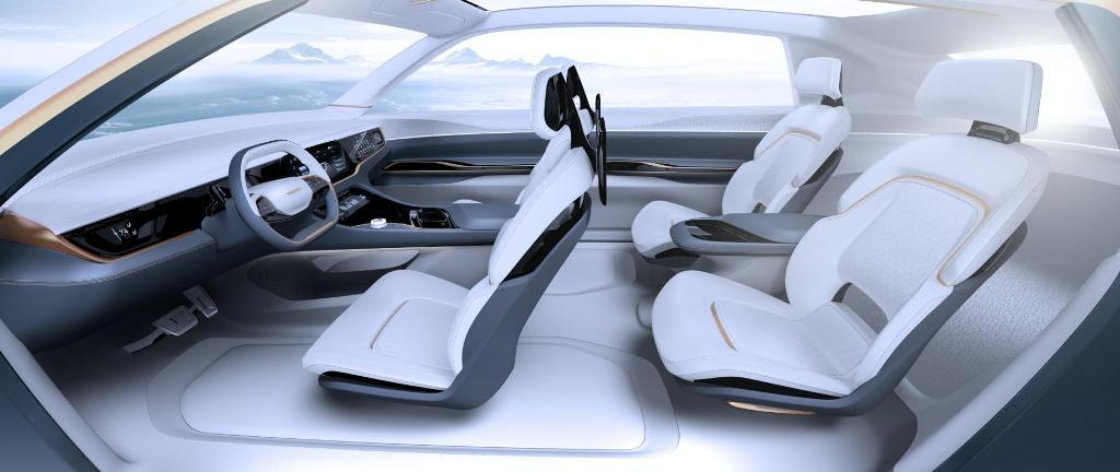 Салон модели оснащен четырьмя отдельными сидениями, которые обеспечивают максимальный комфорт пассажирам