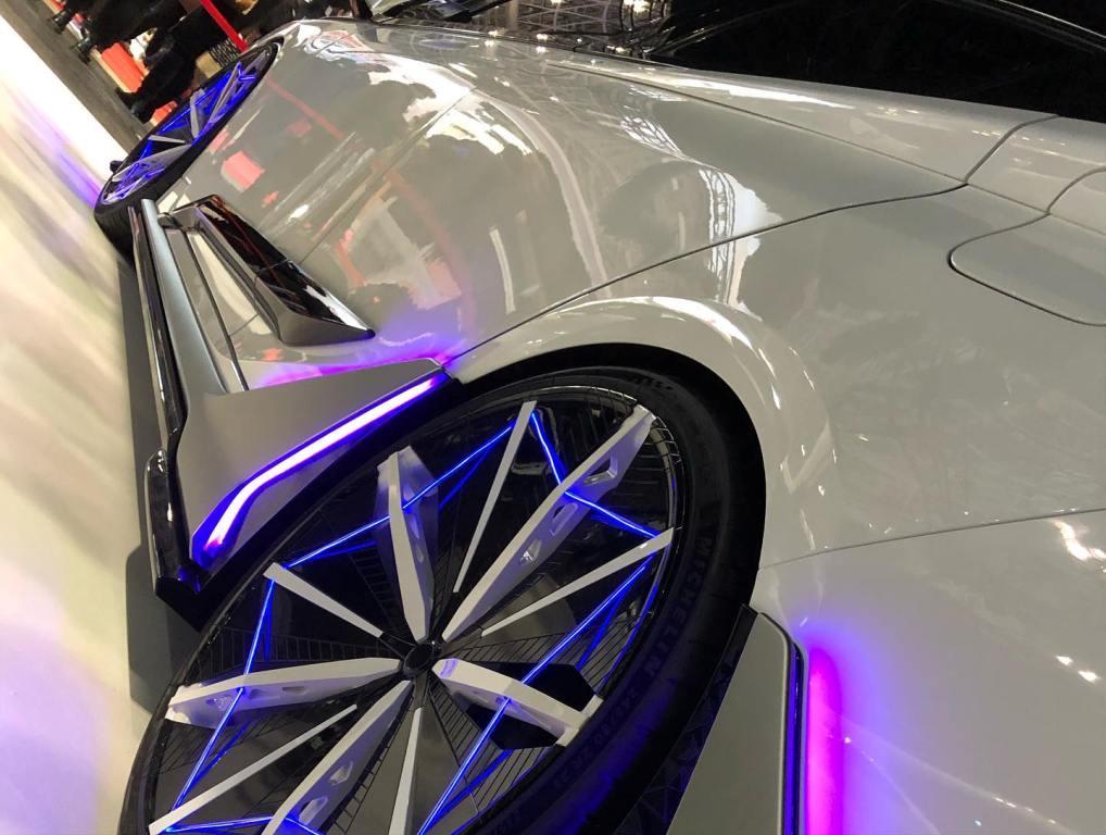 Концептуальный автомобиль был создан придворными тюнинг-ателье Modellista и TRD