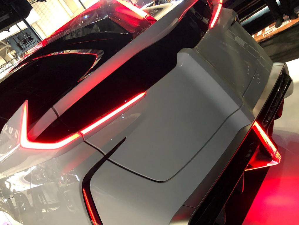 Кузов гибрида изменили до неузнаваемости, не оставив и следа от нынешнего Prius PHV