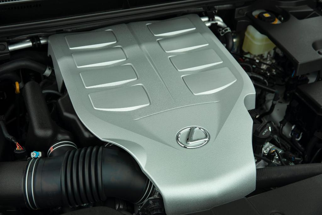 В движение Lexus GX Overland приводит 4,6-литровый безнаддувный бензиновый двигатель V8 мощностью 301 л.с.
