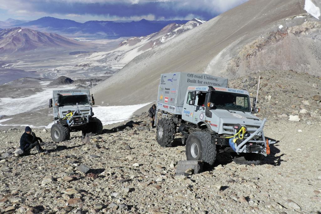 Вездеход Unimog U 5023 поднялся на высоту 6694 метров над уровнем моря