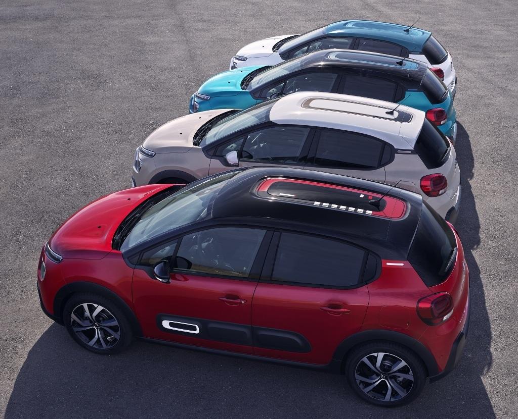 Клиенты могут выбирать между четырьмя цветами крыши, тремя графиками крыши и семью цветами кузова