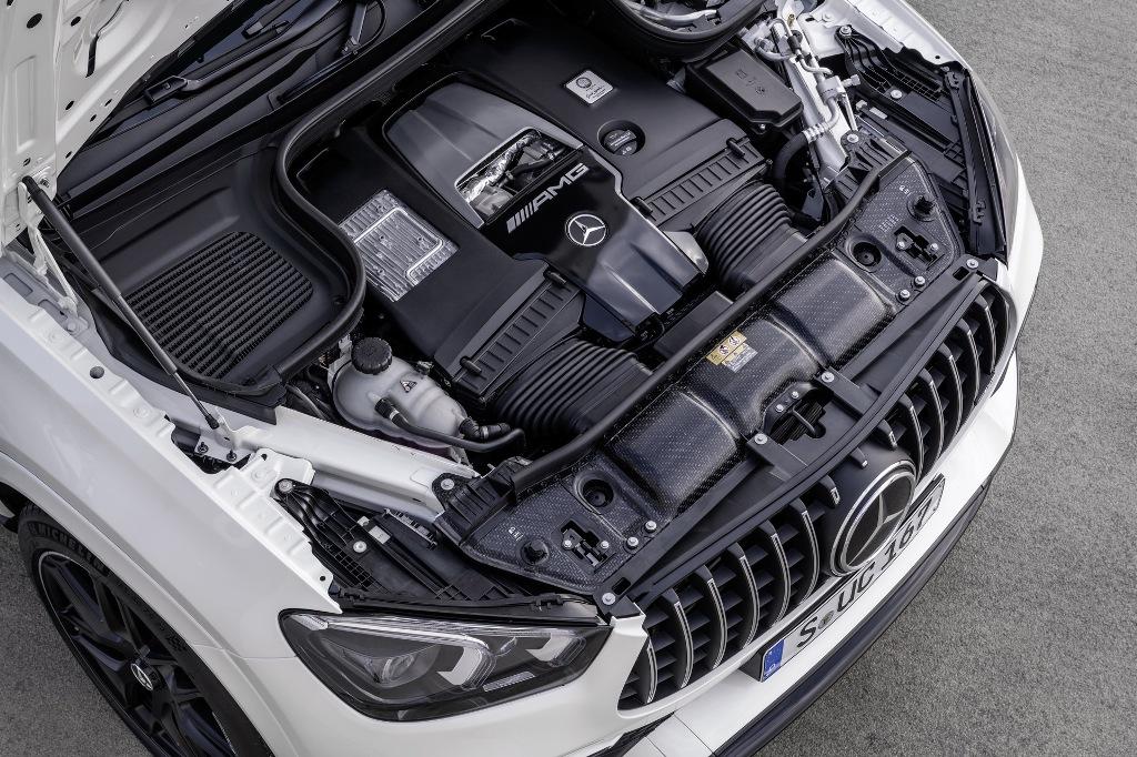 Кросс-купе получиол 4,0-литровый двигатель V8 с двойным турбонаддувом, который работает в паре со встроенным стартером-генератором EQ Boost